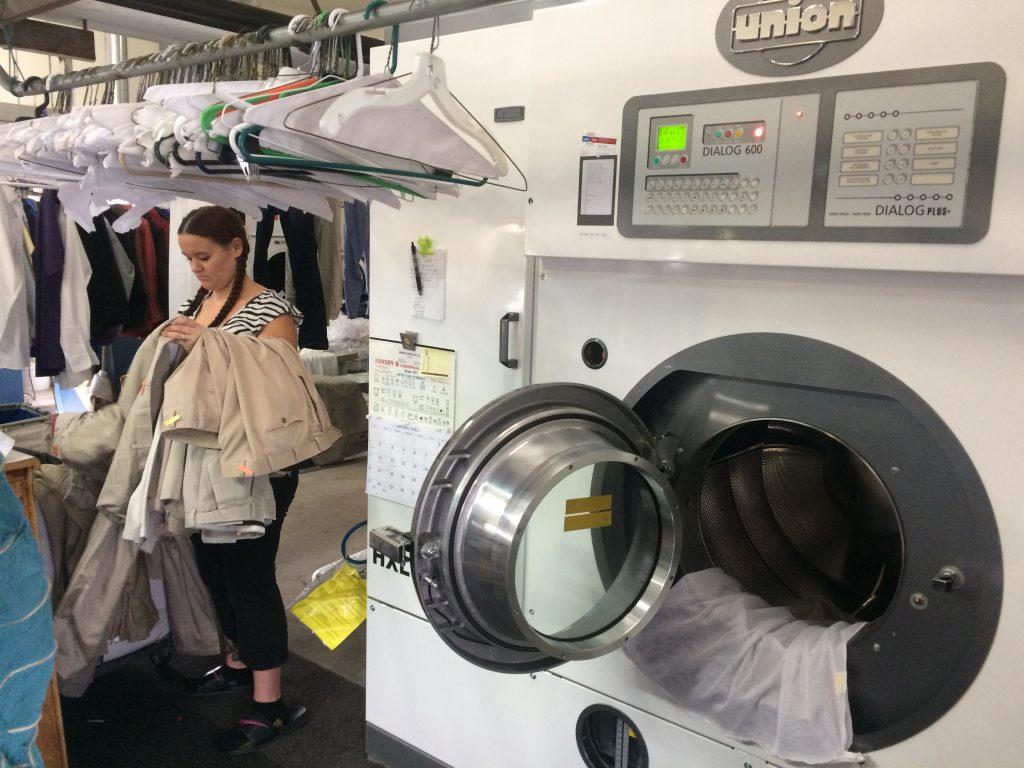کار با دستگاه خشک شویی